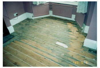 Floorboard stripping in Stansted. We sanded the existing floorboards before filling the gaps, staining and sealing with a varnish..